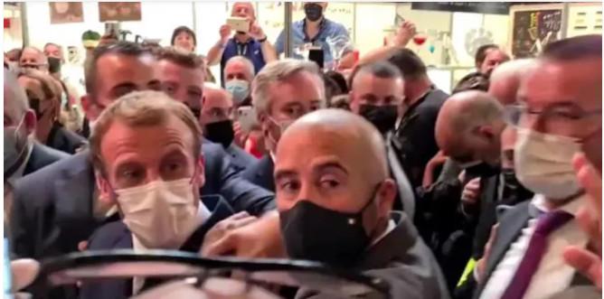 Cible d'une nouvelle attaque : Après « sa » gifle, Macron reçoit un œuf